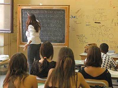 Gli insegnanti lavorano 36 ore a settimana come gli operai specializzati ma guadagnano il 30% in meno